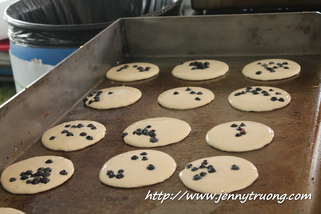 2014 Wilmot Orchard Breakfast blueberry pancakes